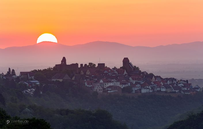 Sonnenaufgang über Neuleiningen